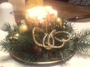 Gesteck mit Kerze