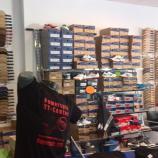 Stöbern im neuen Laden